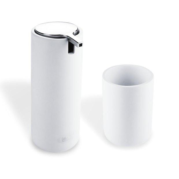 Dávkovač na tekuté mýdlo s pohárkem
