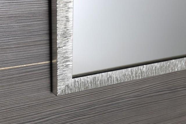 Zrcadlo v stříbrnom dřevěném rámu COMADE